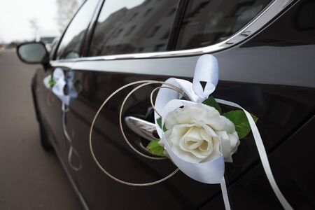 Photo pour Wedding decoration on cars. The concept of marriage, family relationships, wedding paraphernalia - image libre de droit