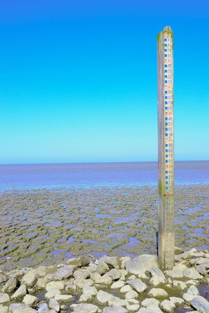 Photo pour Water level gauge in natural area in the Netherlands. Natural landscape where water can rise as high as 11 meters when flooded. Seen at the 'waddenzee' near Wierum, Friesland, The netherlands - image libre de droit