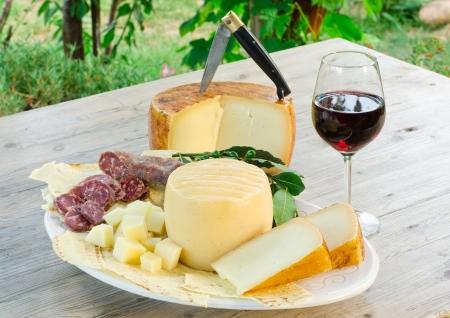 Foto de Sardinia, typical food products  - Imagen libre de derechos