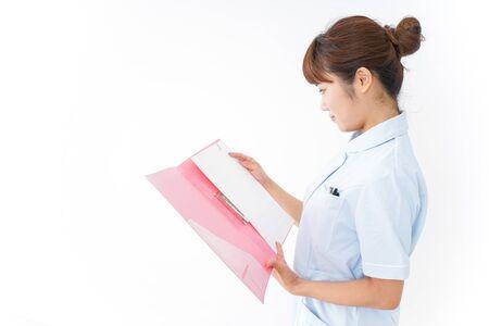 Photo pour Nurse holding file - image libre de droit