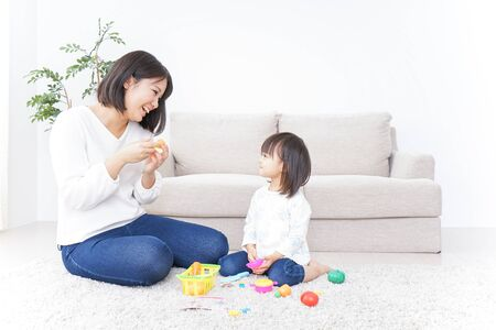 Foto de Child playing with toy with mother - Imagen libre de derechos
