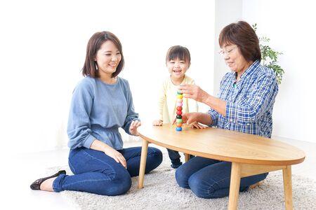 Photo pour Happy family playing with child - image libre de droit