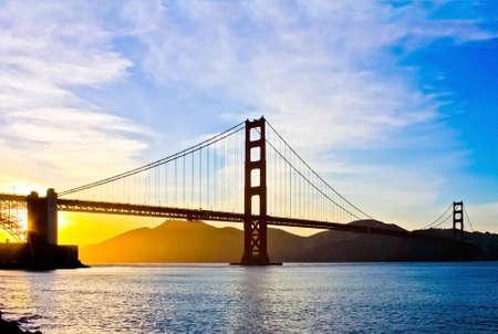 Photo pour Golden Gate Bridge at sunset - image libre de droit