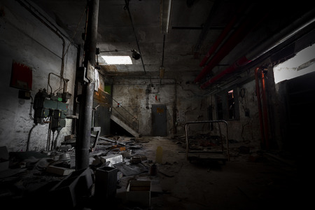 Photo pour garbage, dirty room in an abandoned old factory - image libre de droit