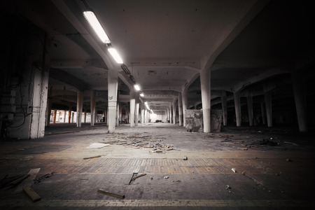 Photo pour industrial interior of an abandoned factory building - image libre de droit