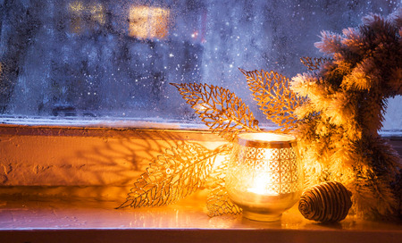 Foto de Christmas Window Lantern with Decoration on Frozen Winter Window - Imagen libre de derechos