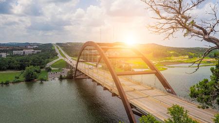 Photo pour Pennybacker Bridge, Austin, Texas, USA - image libre de droit