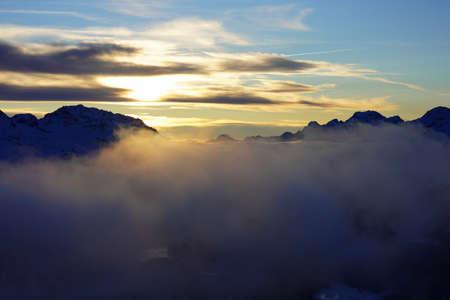 Photo pour Sunset in the winter mountains, beautiful landscape - image libre de droit
