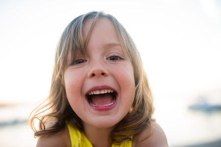 Photo pour Closeup portrait of a cute little girl - image libre de droit