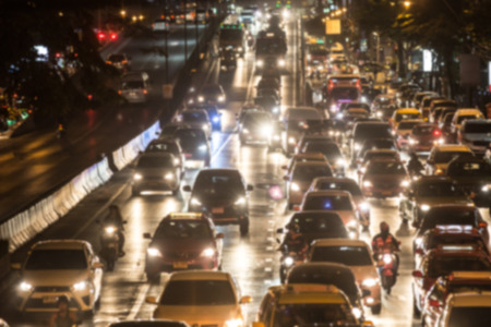 Foto de City traffic night blurred - Imagen libre de derechos