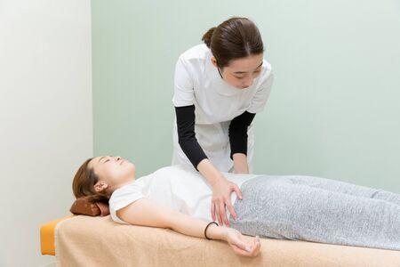 Photo pour Body, Massage, Waist, Pelvis - image libre de droit