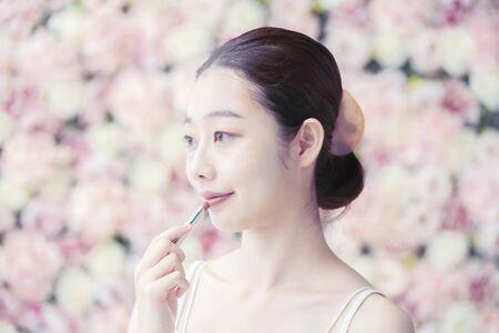 Photo pour Woman,Flower Background - image libre de droit