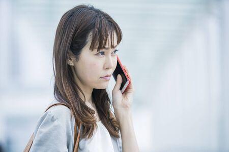 Photo pour Businesswoman Calls - image libre de droit