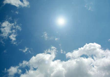 Foto de white air clouds in the blue sky - Imagen libre de derechos