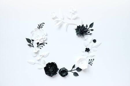 Photo pour Black and white paper flowers on white background. Cut from paper. Gothic frame - image libre de droit