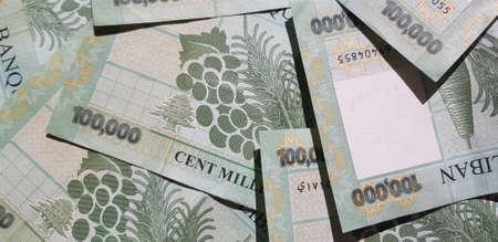 Photo pour Lebanese 100,000 Lira Bills - image libre de droit