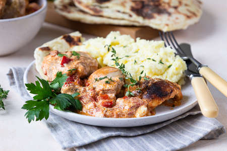 Photo pour Chicken stew with sweet paprika and sour cream. Paprikash, traditional Hungarian dish. Balkanian cuisine. Autumn or winter comfort food. Selective focus. - image libre de droit