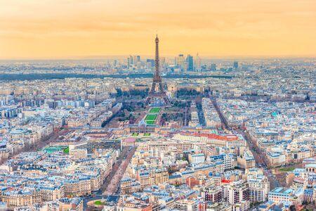 Photo pour Paris view, with the Eiffel Tower, and La Defense, France. - image libre de droit