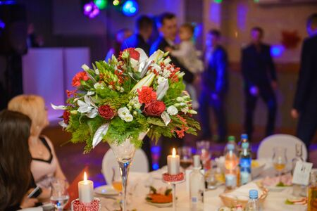 Photo pour Beautifully decorated wedding table and other details at wedding hall. Wedding day - image libre de droit