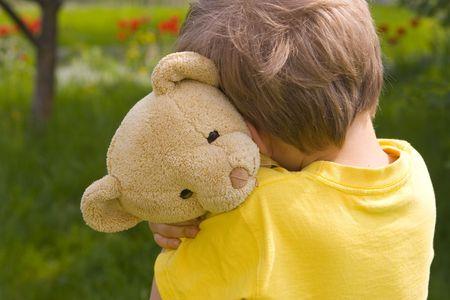Photo pour boy with bear - image libre de droit