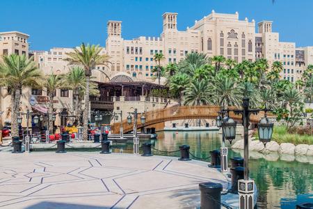 Photo pour DUBAI, UAE - OCTOBER 21, 2016: Madinat Jumeirah souq in Dubai, United Arab Emirates - image libre de droit