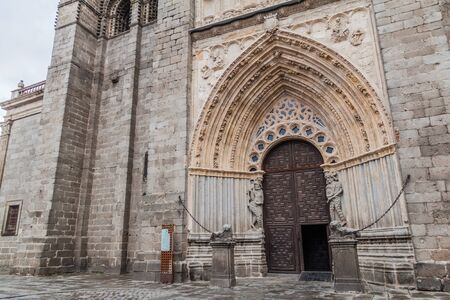 Photo pour Gate of the Cathedral of Avila, Spain - image libre de droit