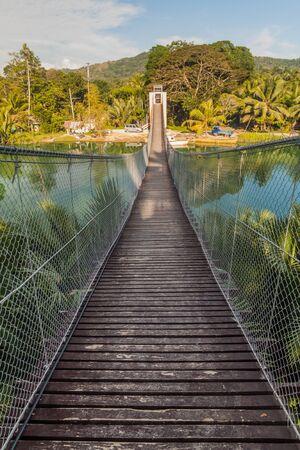 Photo pour Camaya-an Hanging Bridge over Loboc river on Bohol island, Philippines - image libre de droit