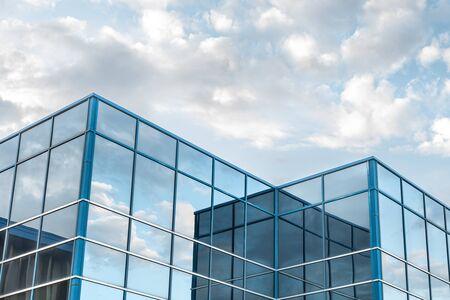 Photo pour The exterior facade of a generic small business - image libre de droit