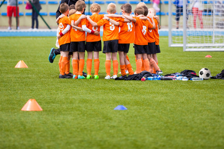 Photo pour Youth soccer football team. Group photo. Soccer players standing together united. Soccer team huddle. Teamwork, team spirit and teammates example - image libre de droit