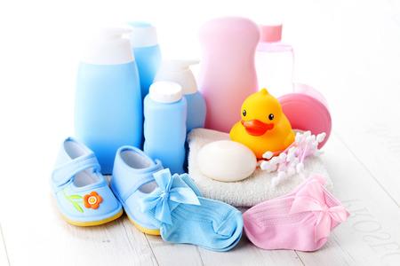 Photo pour baby accessories on white wood - children - image libre de droit