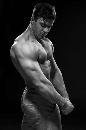 Photo pour Sexy muscular fitness man. Black and white image. - image libre de droit