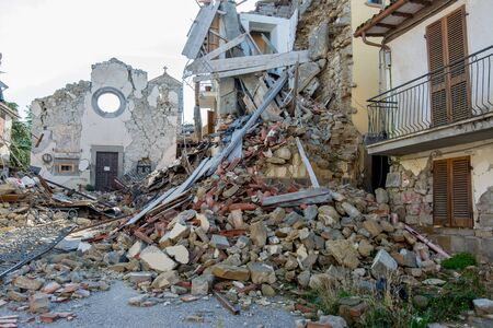 Photo pour City destroyed by an earthquake - image libre de droit