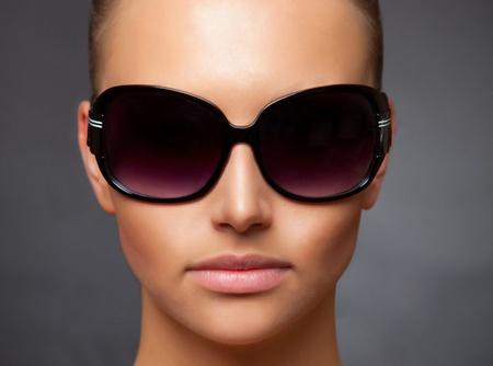 Close up stylish image of caucasian girl wearing sunglasses