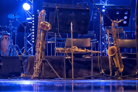 Photo pour Jazz instruments before the jam session on stage. - image libre de droit