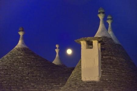 Foto per Alberobello BA - Trulli and the moon - Immagine Royalty Free