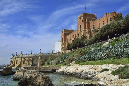 Foto per Taranto - Government Palace and round on the seafront - Immagine Royalty Free