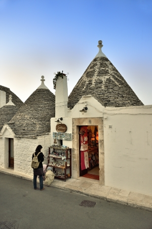 Alberobello - Tourists among the trulli