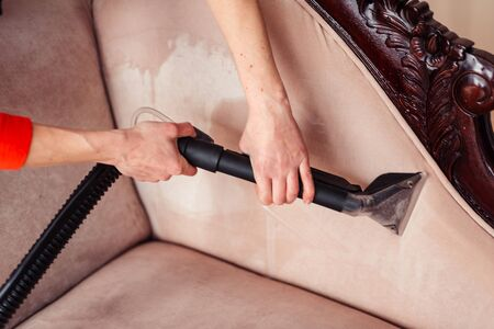 Photo pour Sofa chemical cleaning with professionally extraction method. Upholstered furniture. Early spring cleaning or regular clean up in home. - image libre de droit