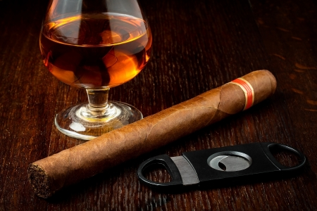 cuban cigar with a glass o rum