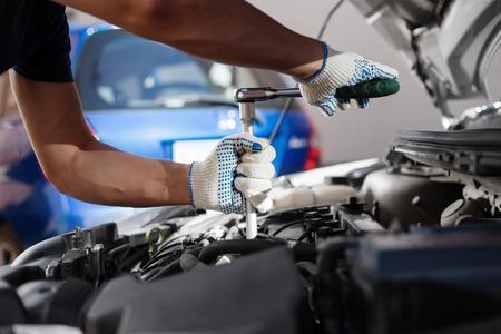 Photo pour Mechanic working in auto repair garage. Car maintenance. - image libre de droit