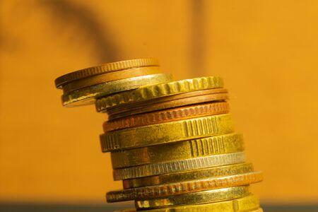 Foto de Unstable stack of different coins macro - Imagen libre de derechos