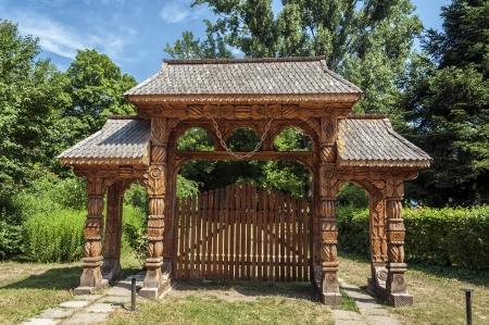 Photo pour Old traditional romanian gate - image libre de droit