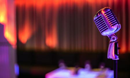 Foto de Stylish retro microphone on a colored background - Imagen libre de derechos