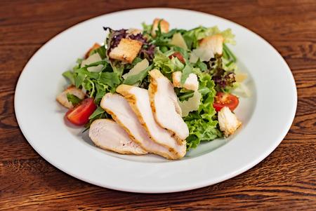 Foto de Caesar salad with chicken - Imagen libre de derechos