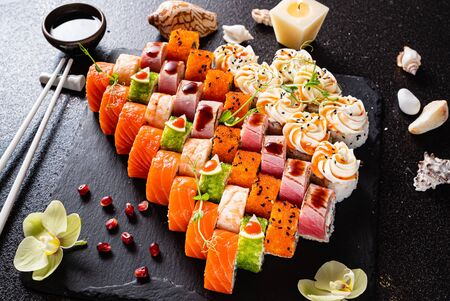 Foto de Sushi set on the black - Imagen libre de derechos