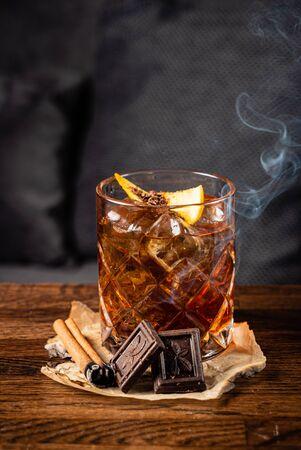 Foto de cocktail with chocolate on the table - Imagen libre de derechos