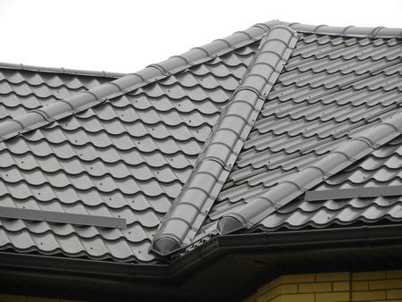 Photo pour Tile roof metal tiles - image libre de droit