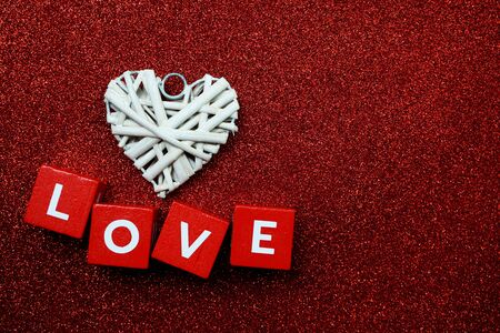 Photo pour Valentine's Day Background with Love alphabet letter on red glitter background - image libre de droit