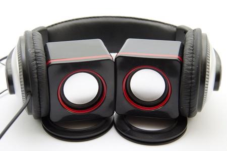 Head listener with loudspeaker