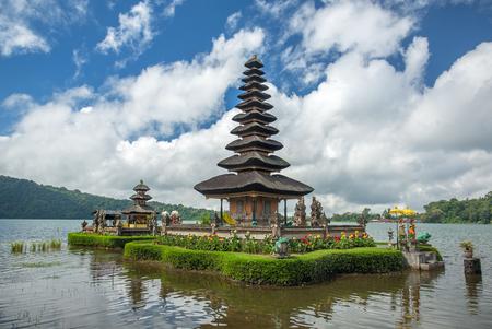 Foto für Pura Ulun Danu temple on a lake Beratan. Bali, Indonesia - Lizenzfreies Bild